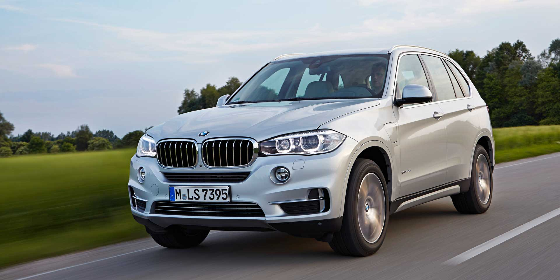 2018 bmw x5 vehicles on display chicago auto show. Black Bedroom Furniture Sets. Home Design Ideas