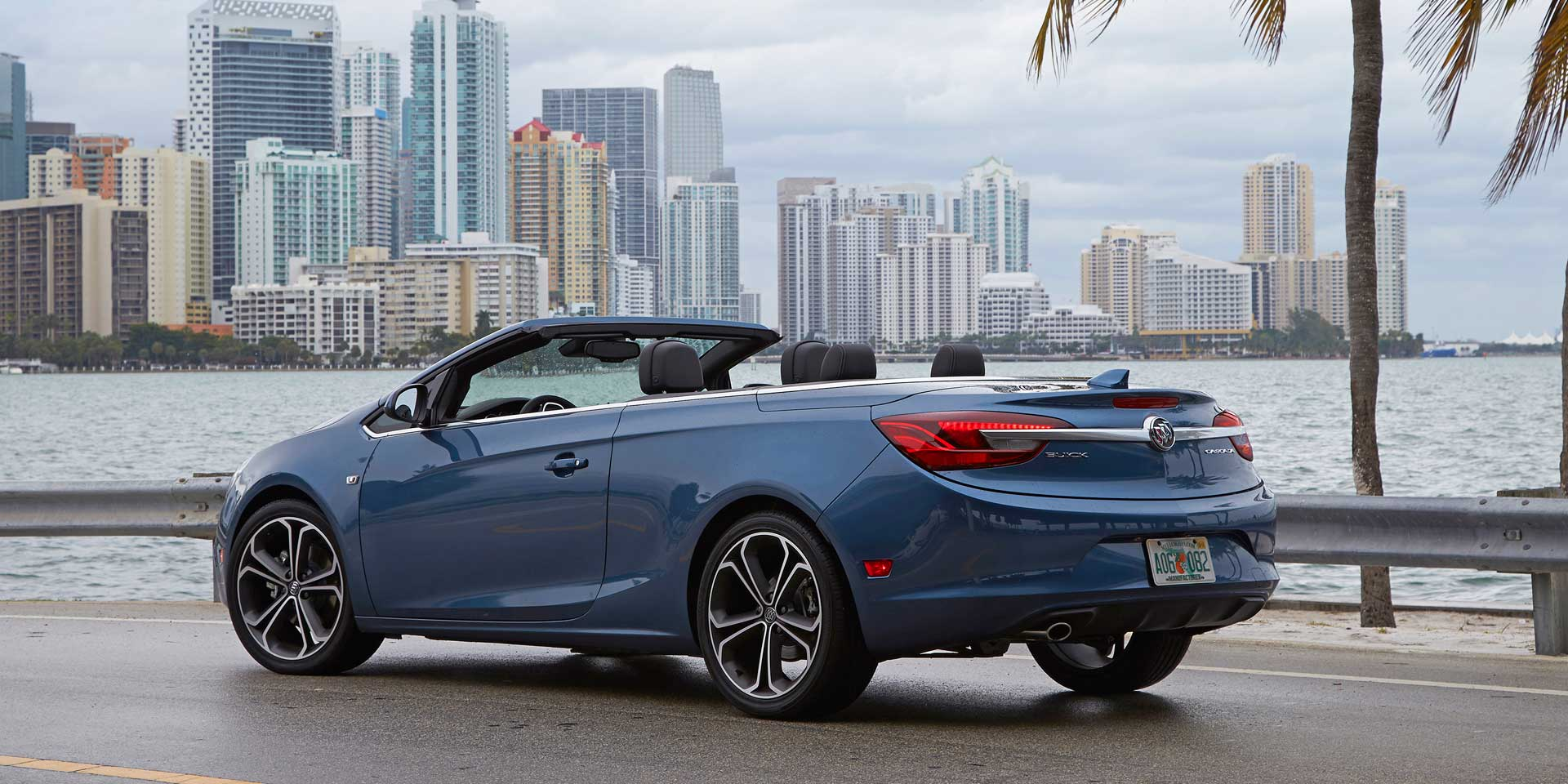 2019  buick  cascada  vehicles on display  chicago