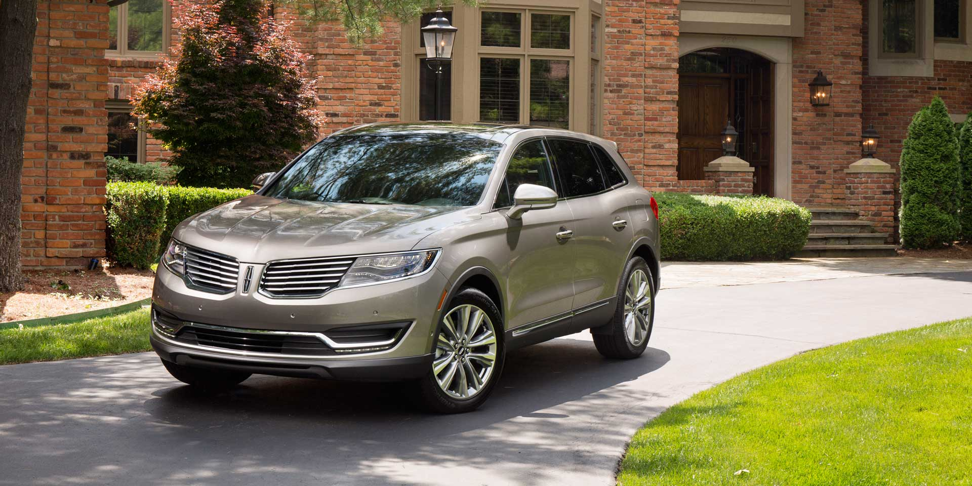 2017 - Lincoln - MKX - Vehicles on Display | Chicago Auto Show