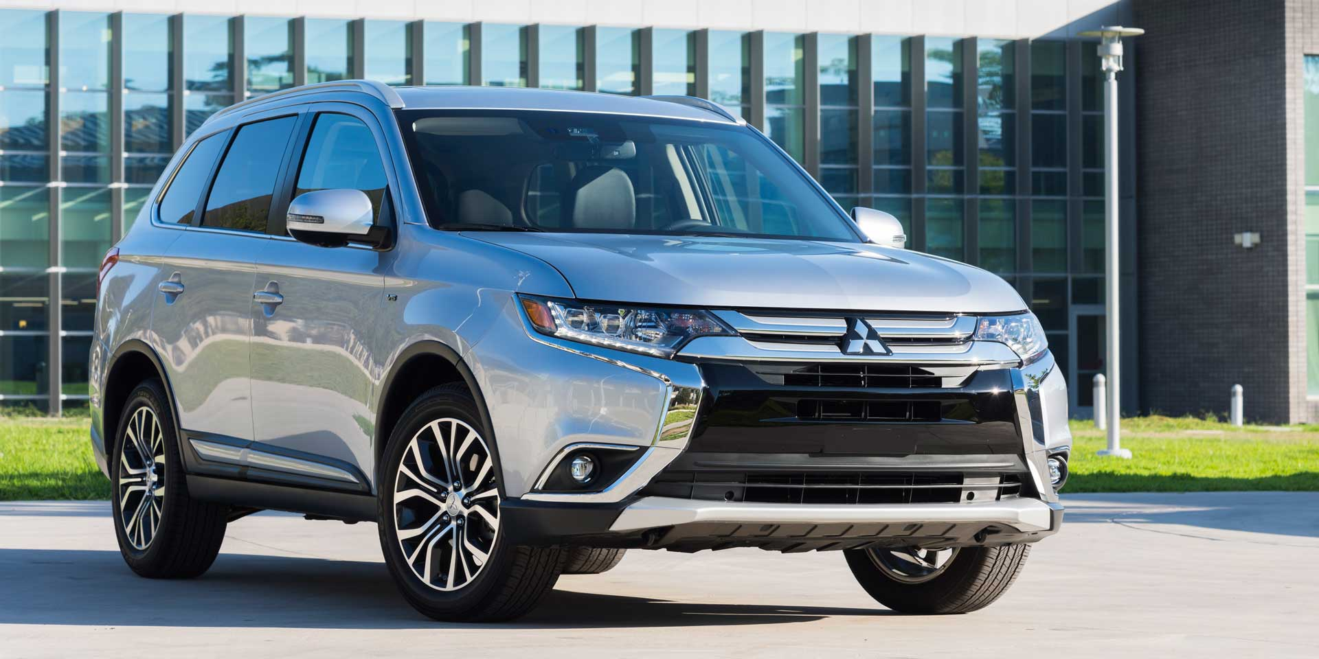 2017 Mitsubishi Outlander Vehicles On Display
