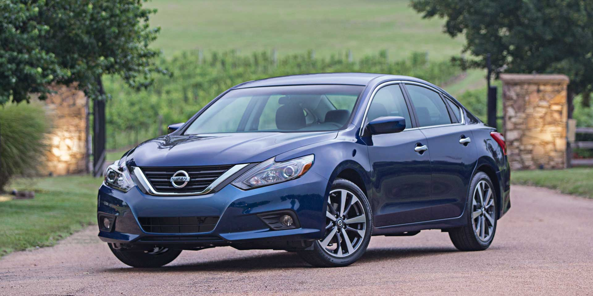 2018 Nissan Altima Vehicles On Display Chicago