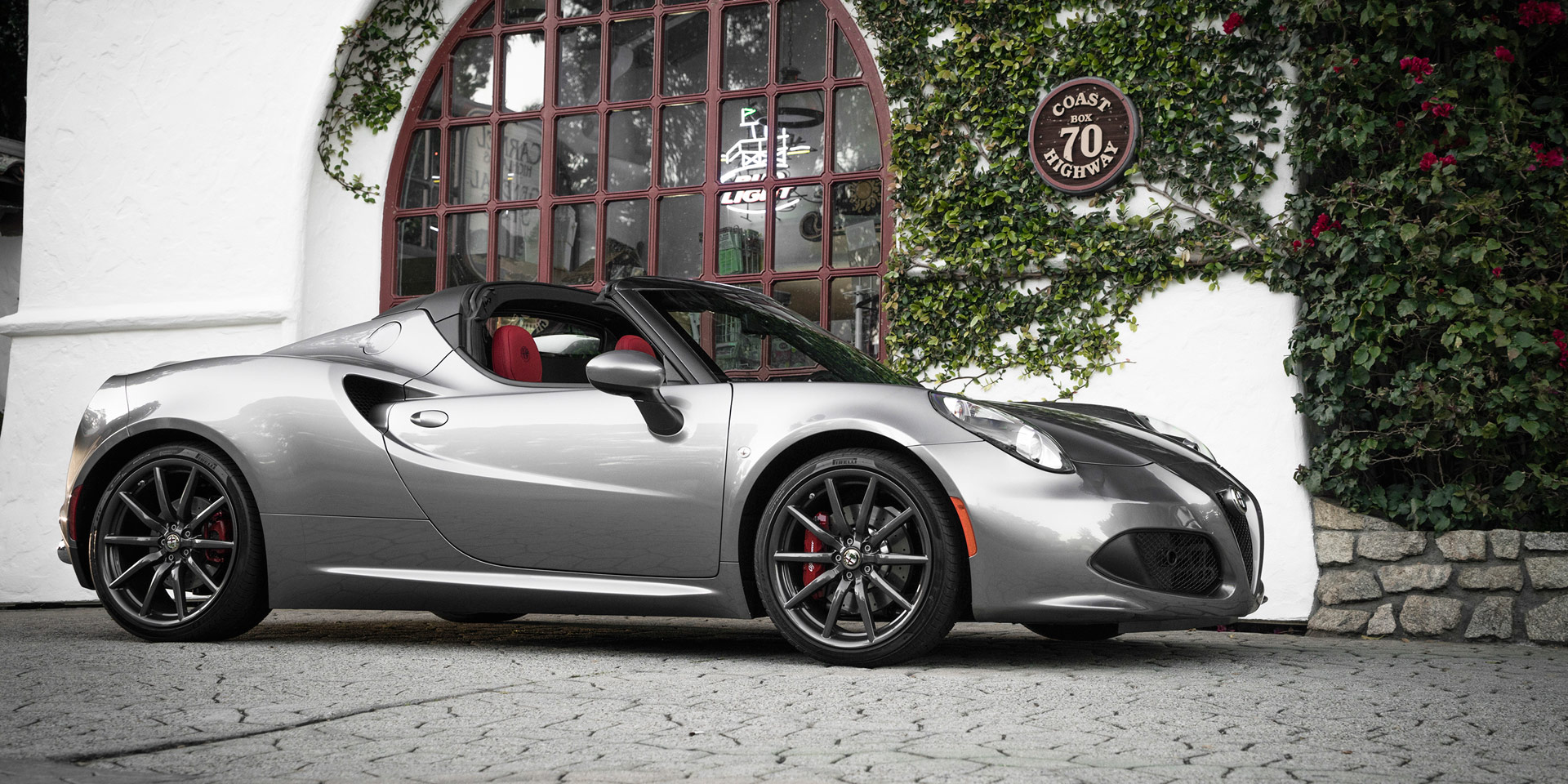 2018 alfa romeo 4c vehicles on display chicago. Black Bedroom Furniture Sets. Home Design Ideas