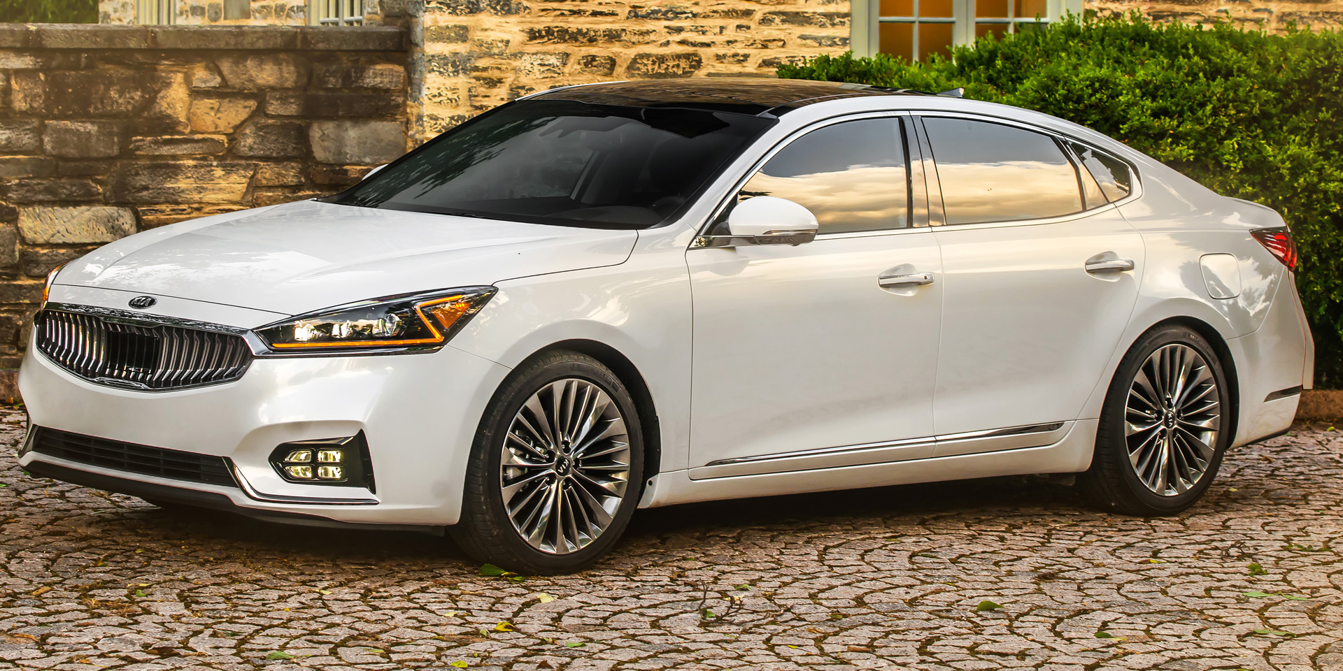 2018 kia cadenza vehicles on display chicago auto show. Black Bedroom Furniture Sets. Home Design Ideas