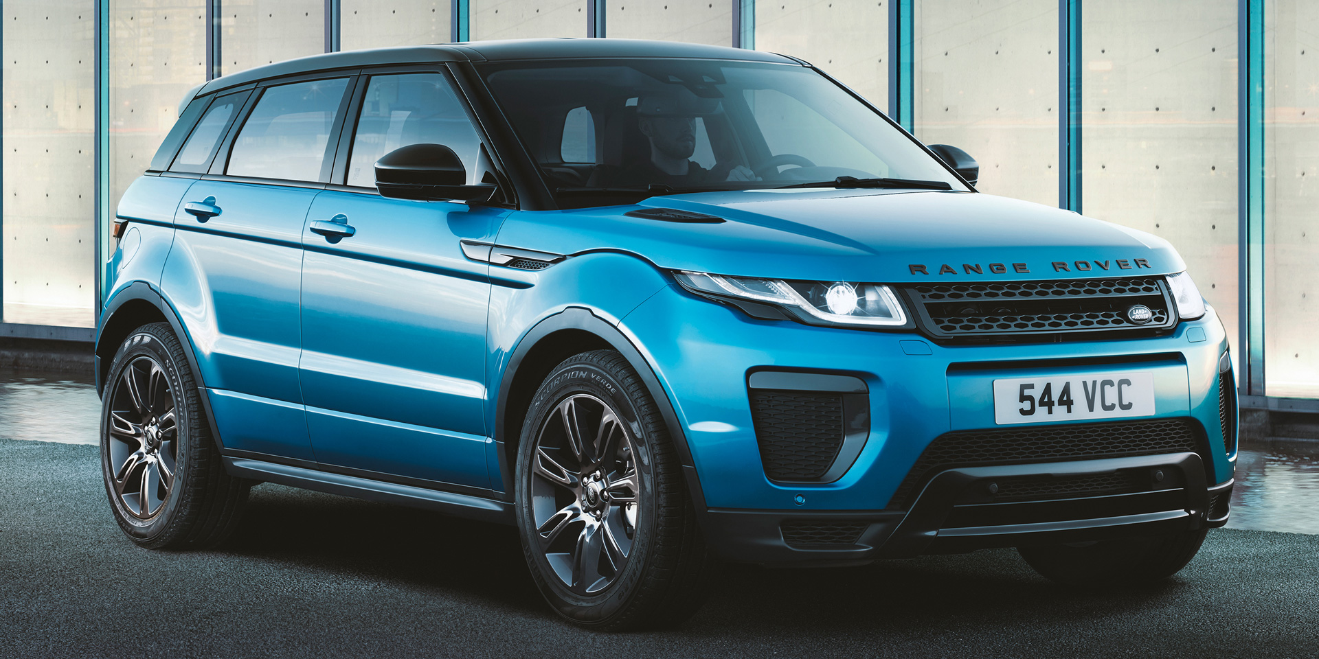 2018 land rover range rover evoque vehicles on display chicago auto show. Black Bedroom Furniture Sets. Home Design Ideas