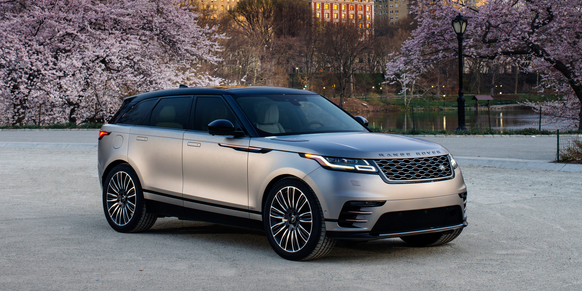 2018 land rover range rover velar vehicles on display chicago auto show. Black Bedroom Furniture Sets. Home Design Ideas