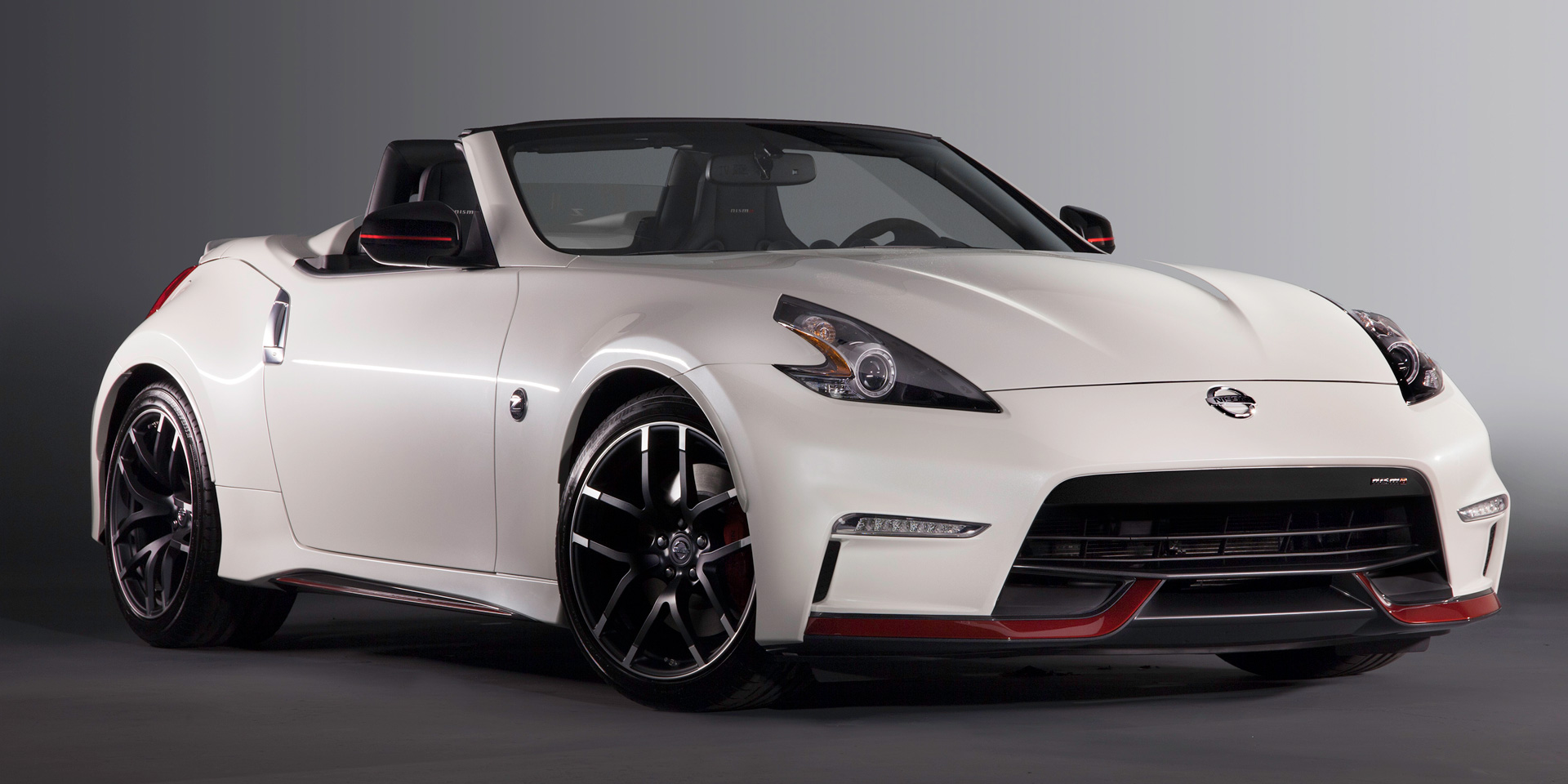 2018 nissan 370z vehicles on display chicago auto show. Black Bedroom Furniture Sets. Home Design Ideas