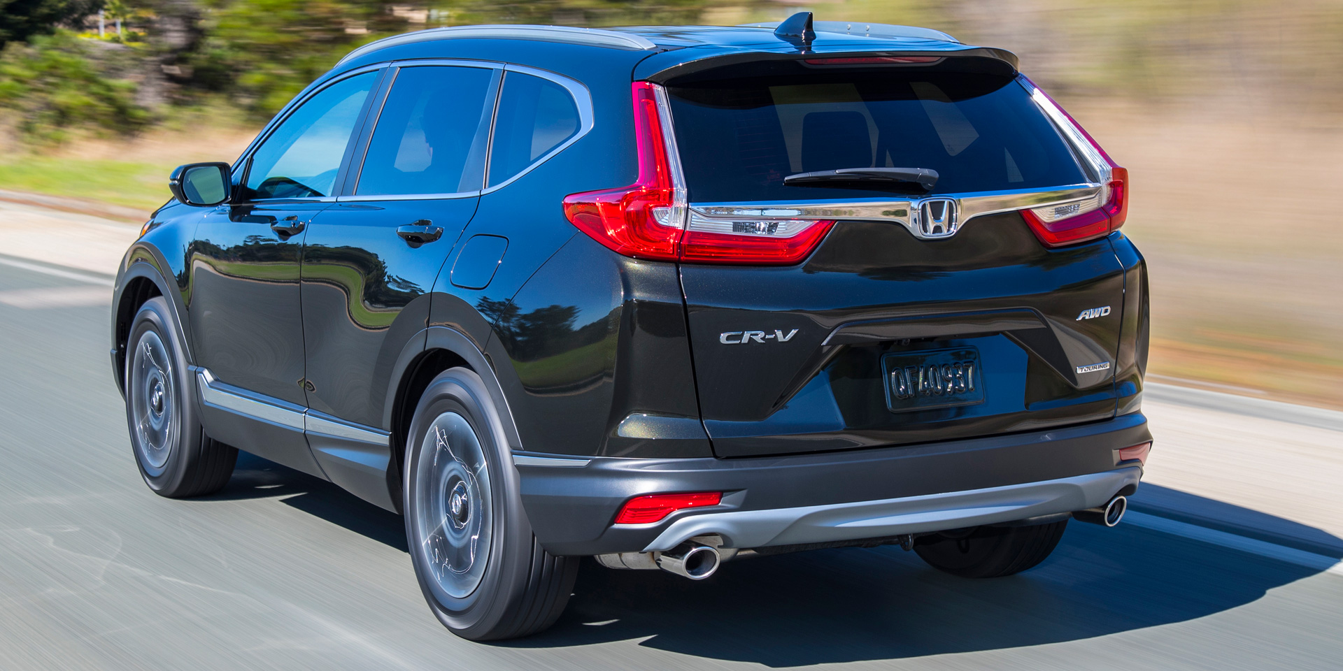 2018 honda cr v vehicles on display chicago auto show for Honda crv 2017 vs 2018