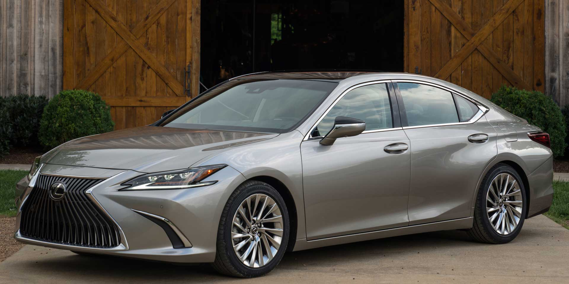 2019 - Lexus - ES - Vehicles on Display | Chicago Auto Show