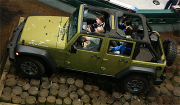 2013_Jeep_Display_BOS