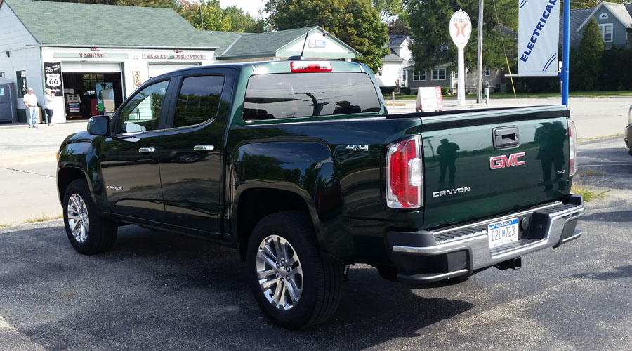 2015-Chevrolet-Canyon-GMC-Colorado-rear-900