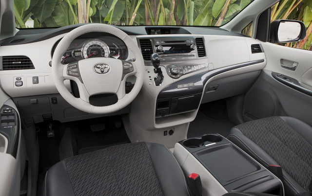 FINAL-2015-Toyota-Sienna-Interior