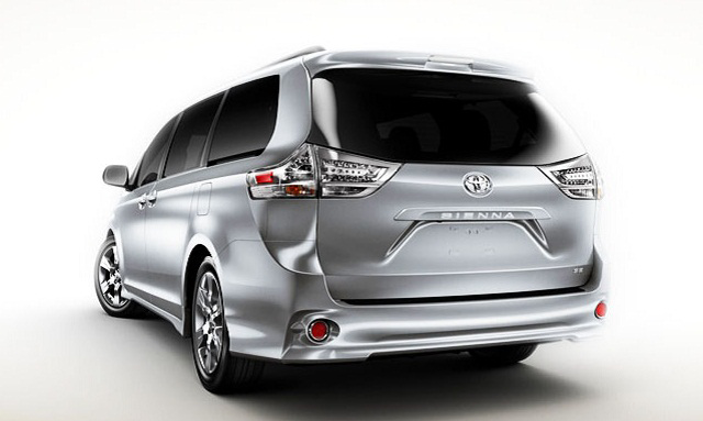 FINAL-2015-Toyota-Sienna-Rear