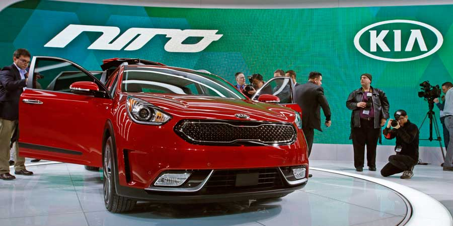 pricing now available for the 2017 kia niro chicago auto show. Black Bedroom Furniture Sets. Home Design Ideas